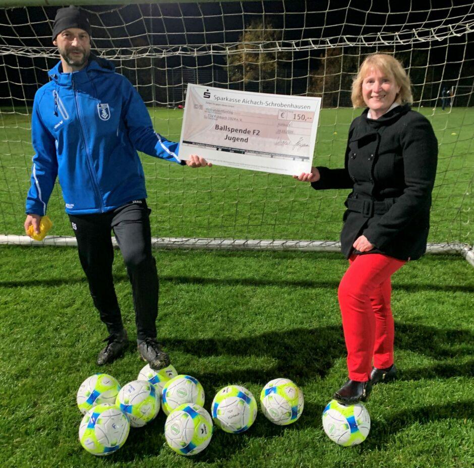 Ballspende für den TSV Kühbach