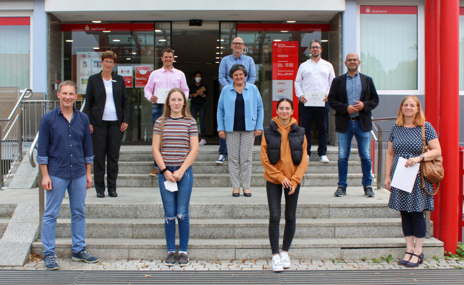 Sparkasse unterstützt Schulprojekt zur Bundestagswahl 2021